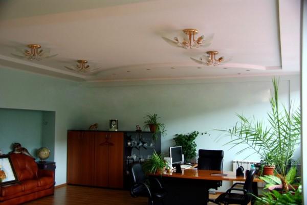 Натяжные потолки в офисе в Астрахани - РСС Элит