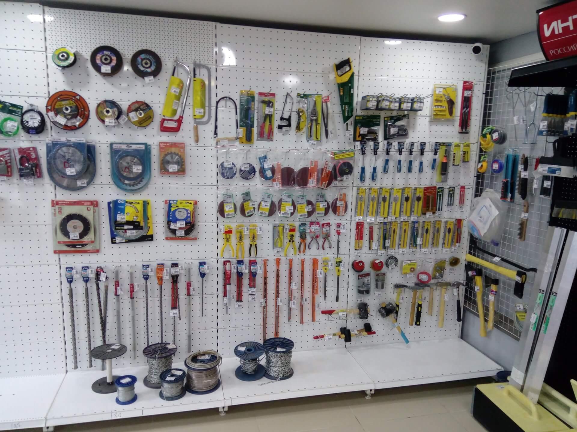 Все комплектующие для натяжных потолков в нашем магазине «Крепеж-Электрика»